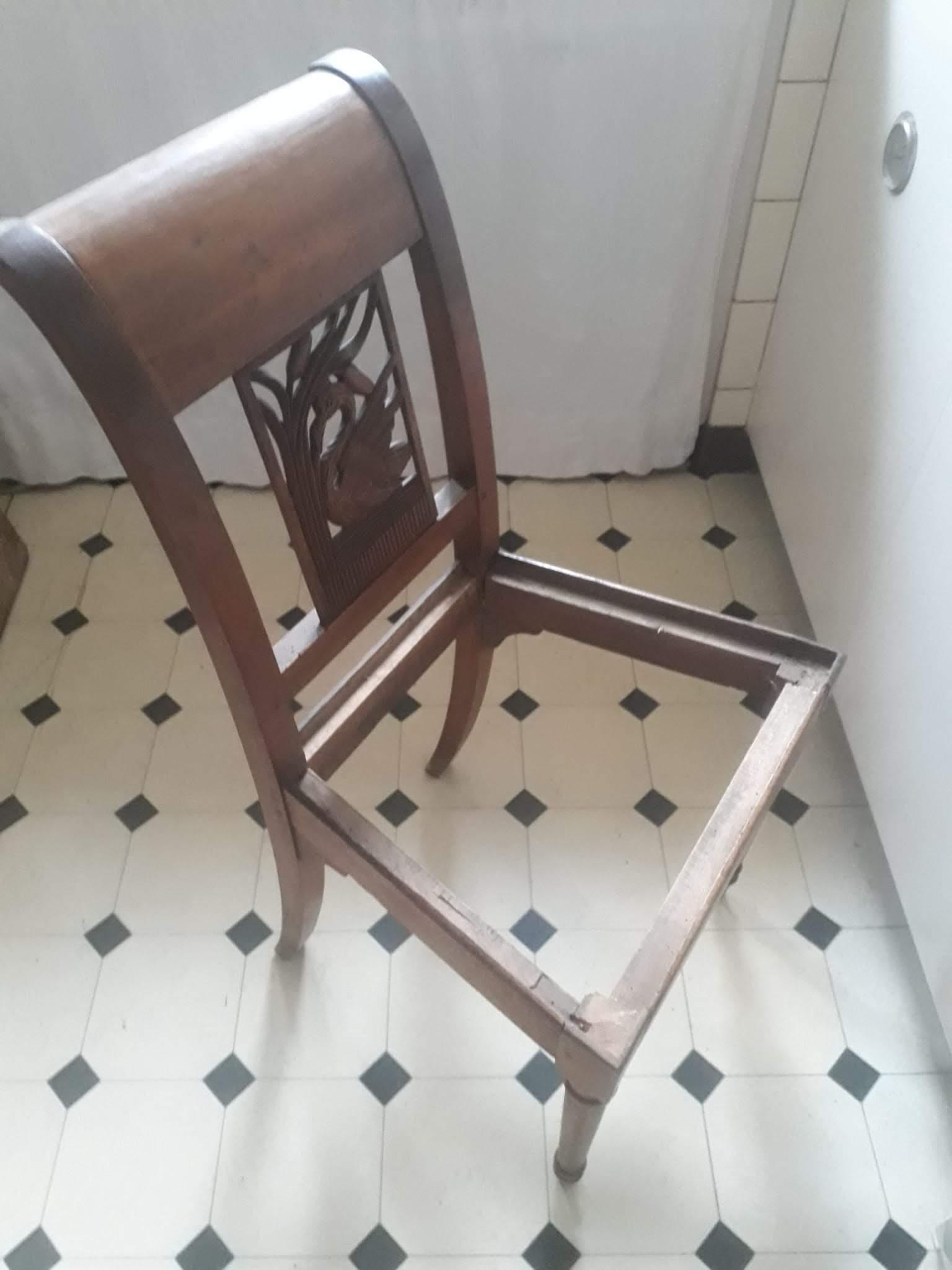 Ancienne chaise en bois massif