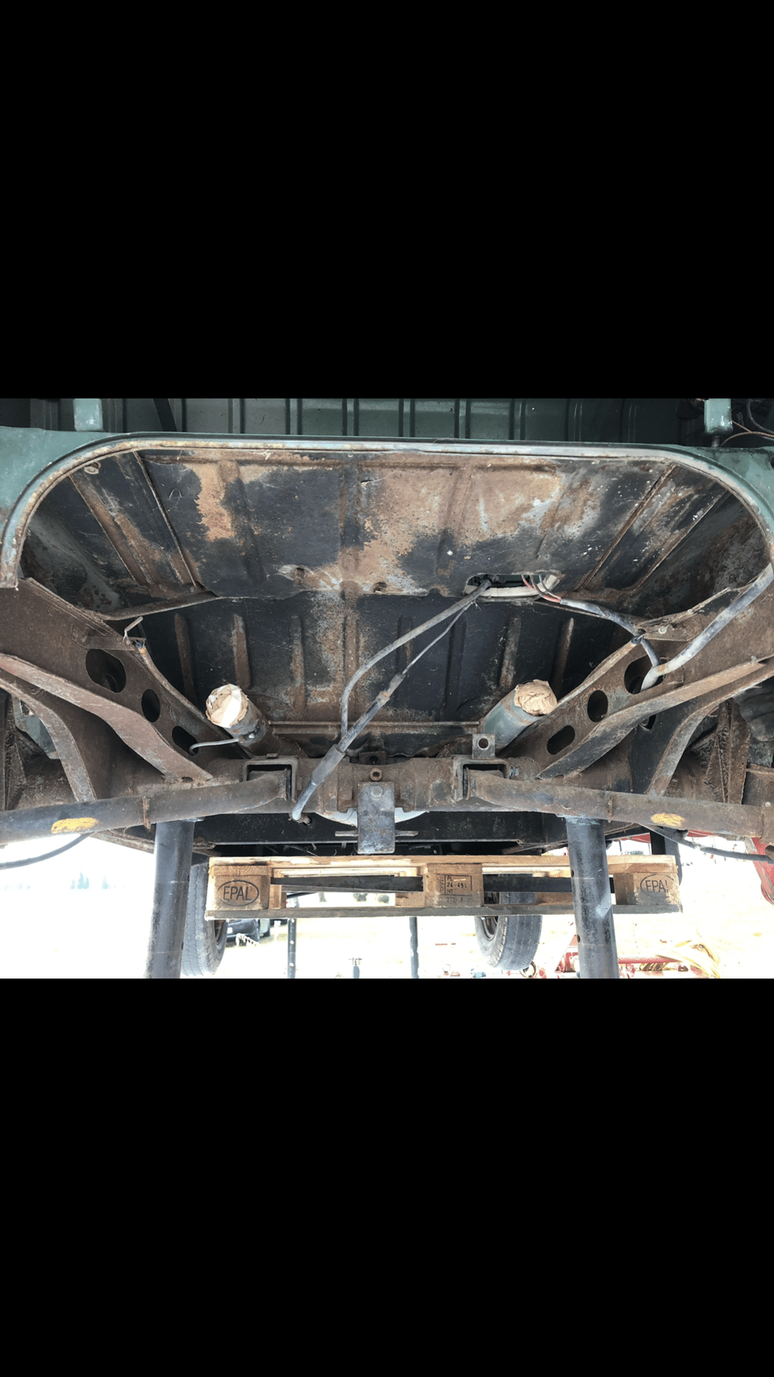 La corrosion à attaqué le chassis du bus