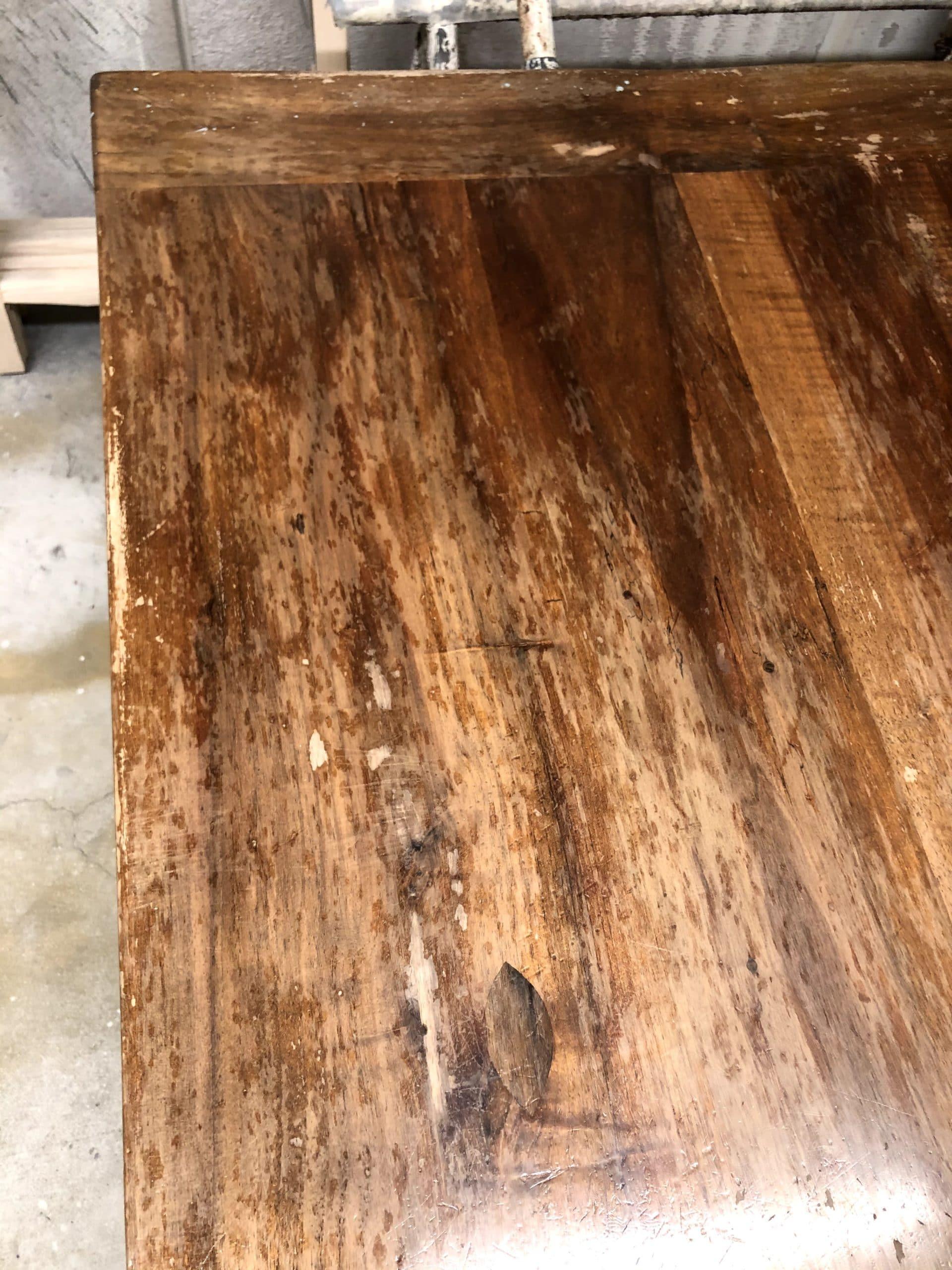 Ancienne table en noyer massif