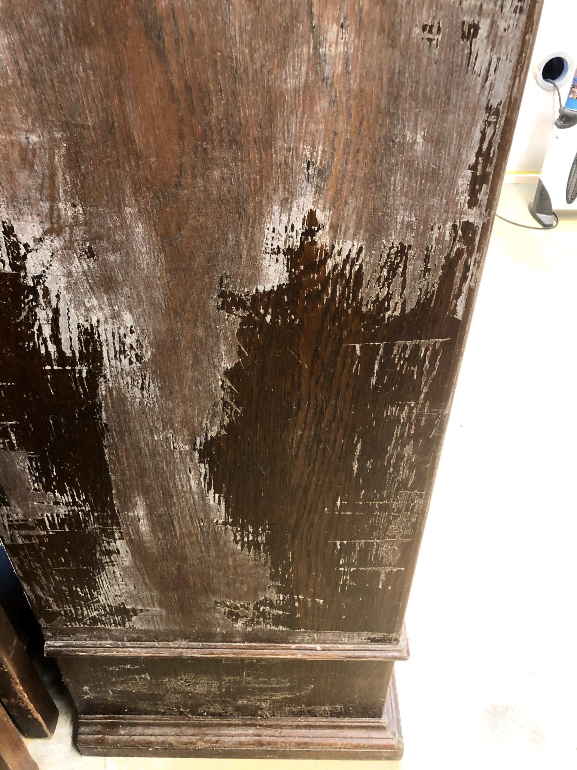 Notre client à essayé de décaper son meuble par ses propres moyens