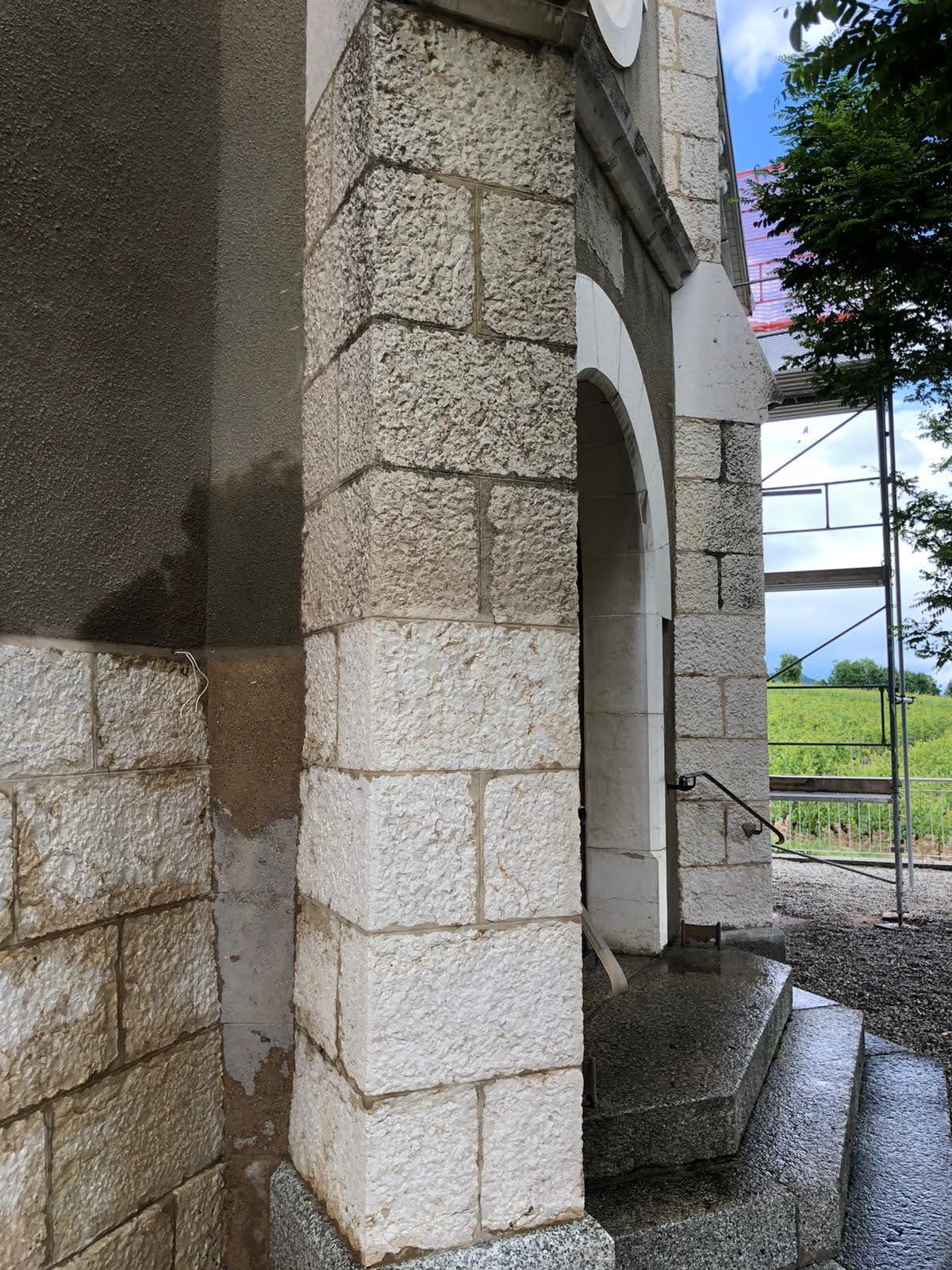 la pierre retrouve son éclat naturel
